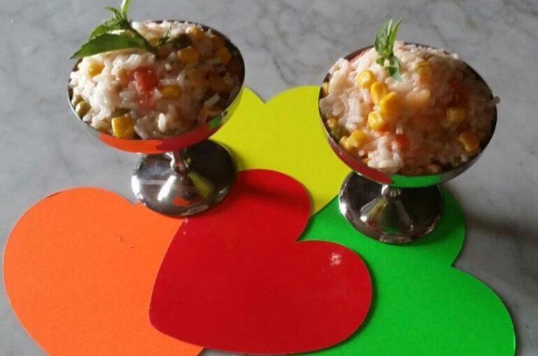 Insalata di riso con mais e pomodorini