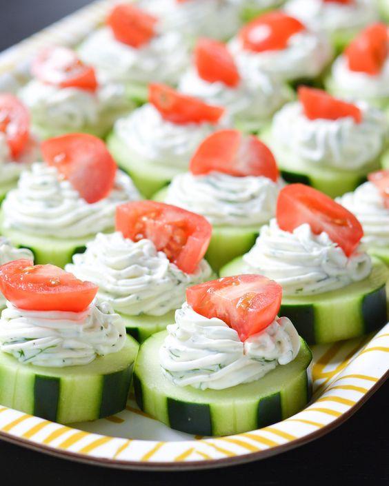 Cetrioli con salsa di cetrioli e pomodori