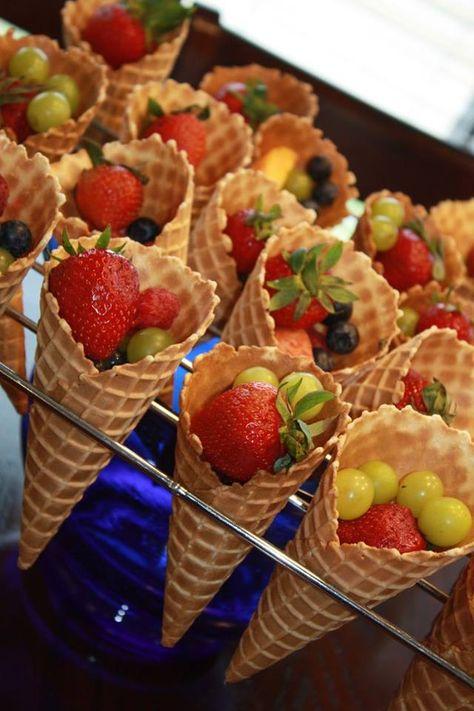 Frutta fresca in coni gelato