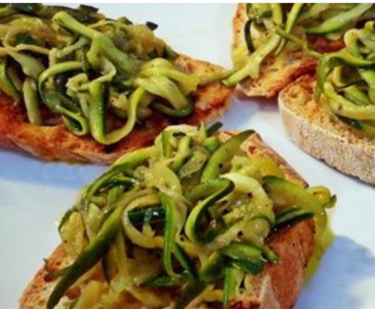 Crostini con zucchine grigliate