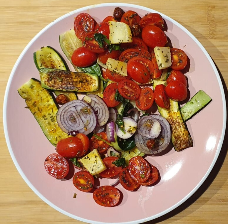 zucchine grigliate pomodori cipolle e pecorino