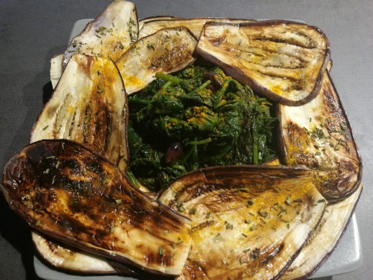 Spinaci con melanzane grigliate e olive taggiasche