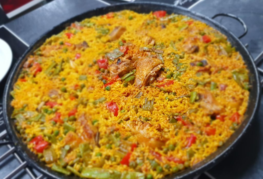 paella con pollo e verdure