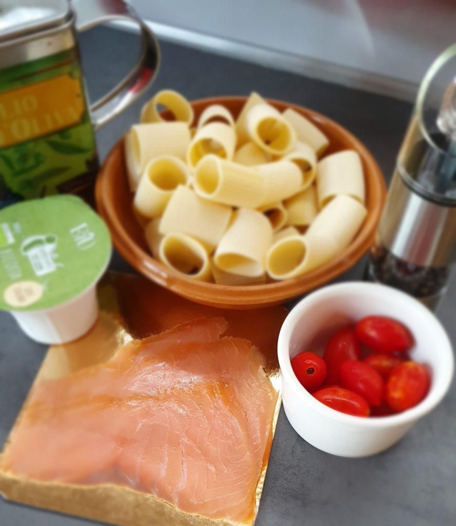 ingredienti paccheri con salmone e ricotta