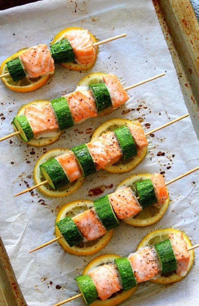 Spiedini di salmone e zucchine