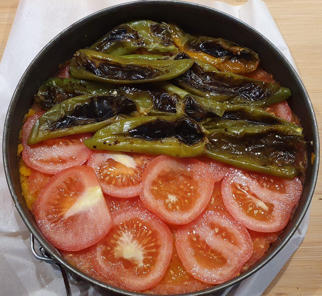 pizza di zucca con friggitelli e pomodori