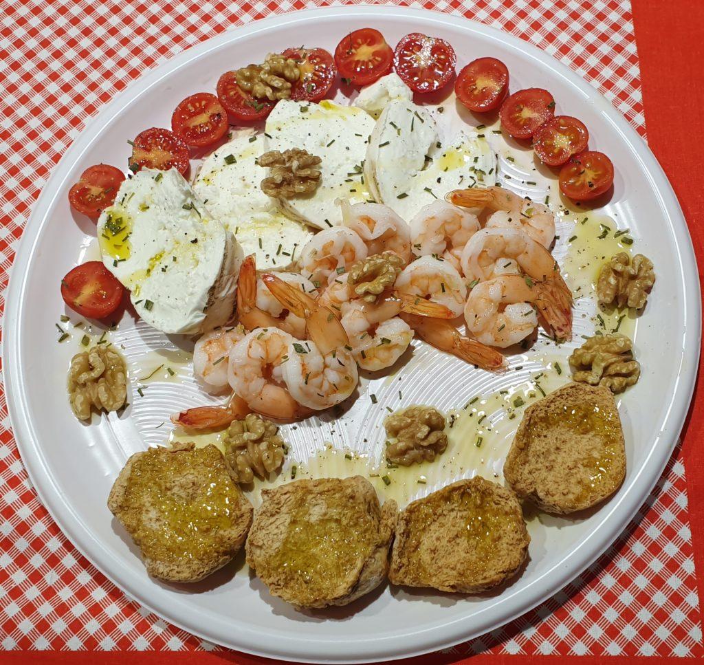 mozzarella pomodori gamberetti e noci