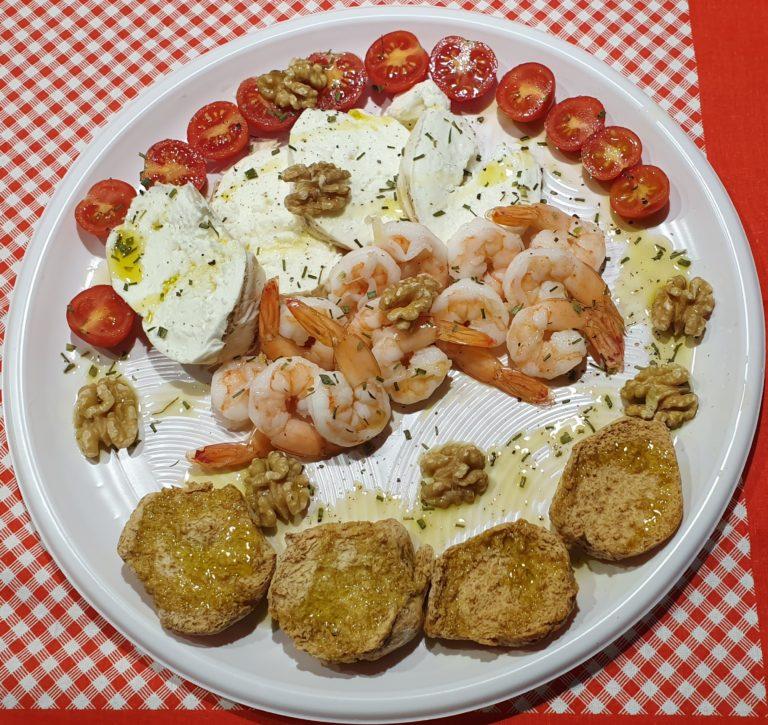 Mozzarella gamberetti pomodorini e noci