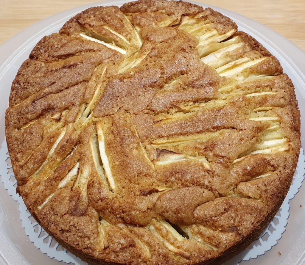 torta di mele pronta