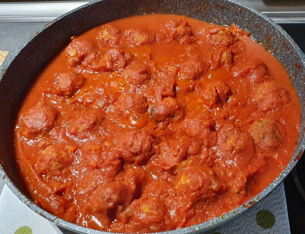 polpette cacio e uova in salsa di pomodoro