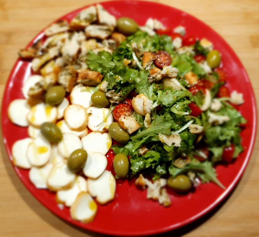 insalata mista con scamorza affumicata