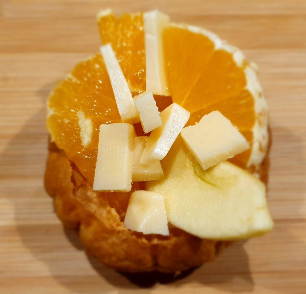 cestino di sfoglia con frutta fresca