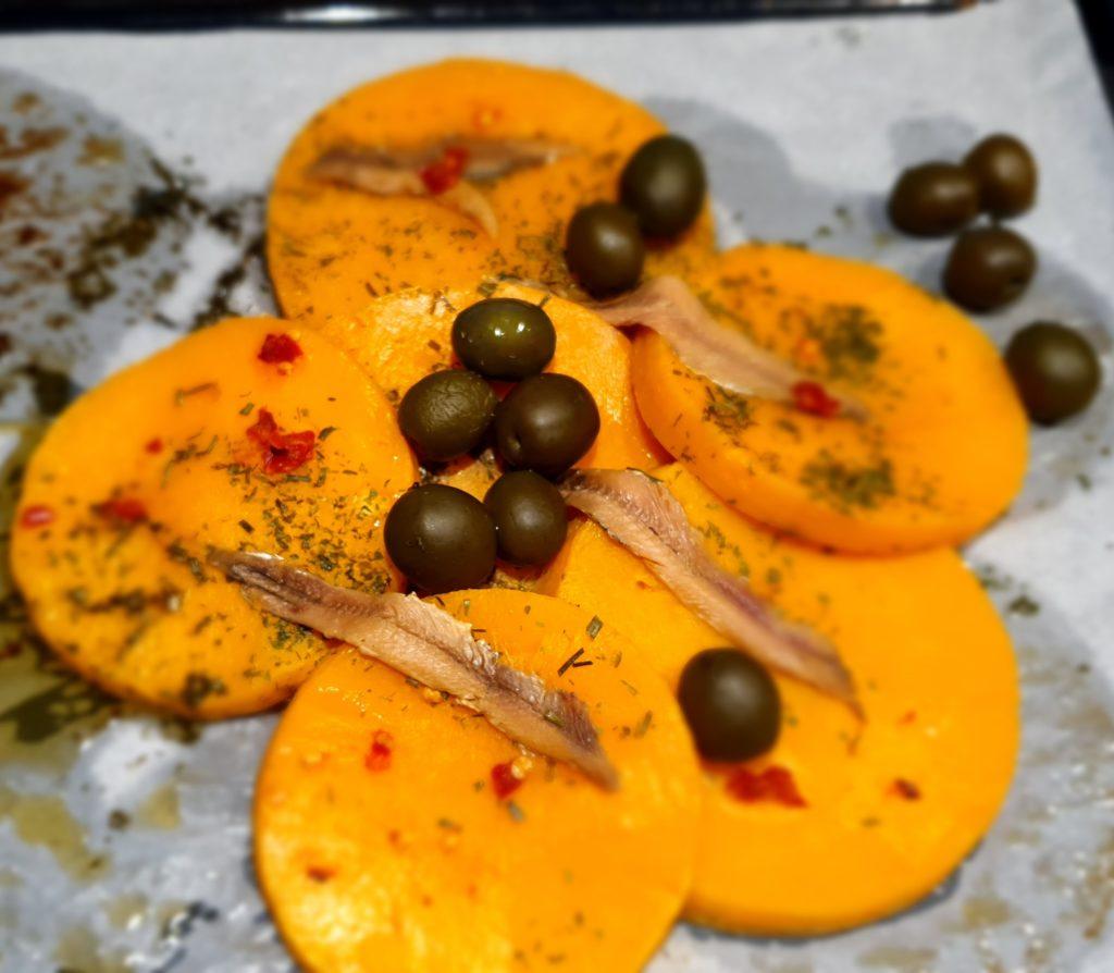 zucca al forno con acciughe olive e peperoncino