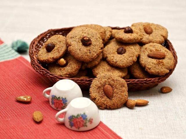 Biscotti con mandorle e nocciole