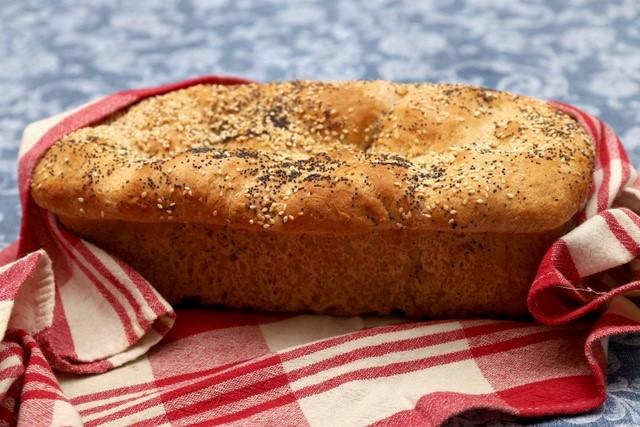 pane con semi di papavero e sesamo