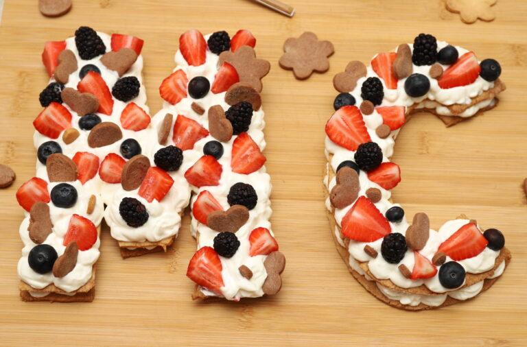 Cream tart a forma di lettere