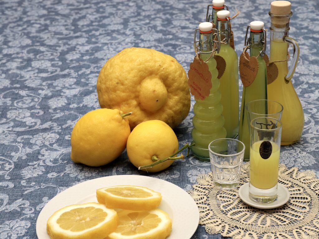limocello con limoni di Calabria