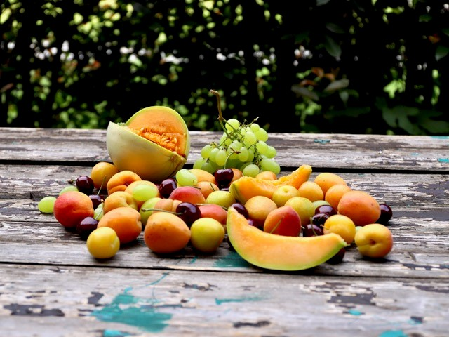 Frutta estiva dolce e colorata