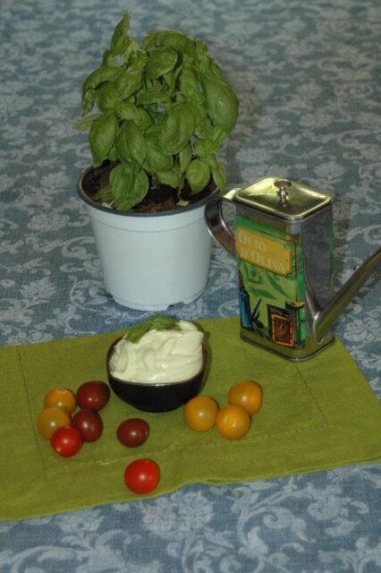 maionese vegana aromatizzata al basilico