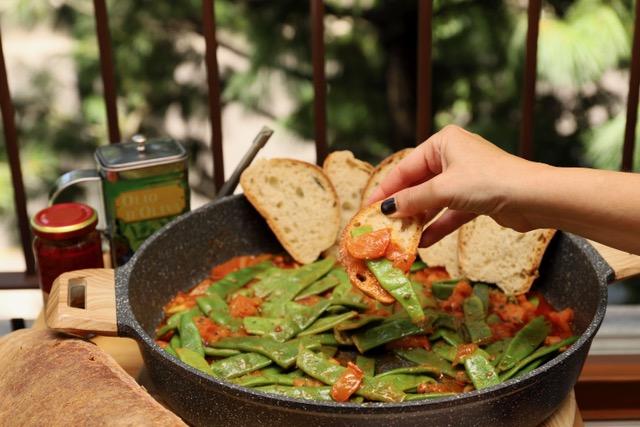 Fagiolini piattoni in sughetto di pomodori