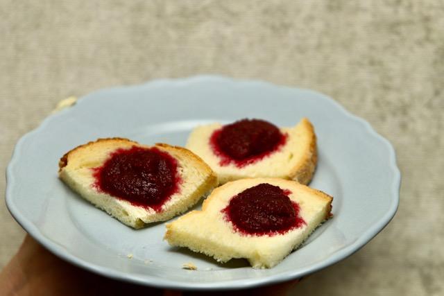 marmellata di ciliegie light su crostini di pane