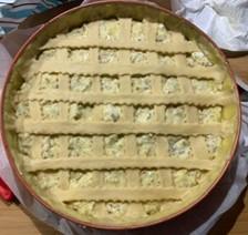 torta di nocciole pronta per andare in forno