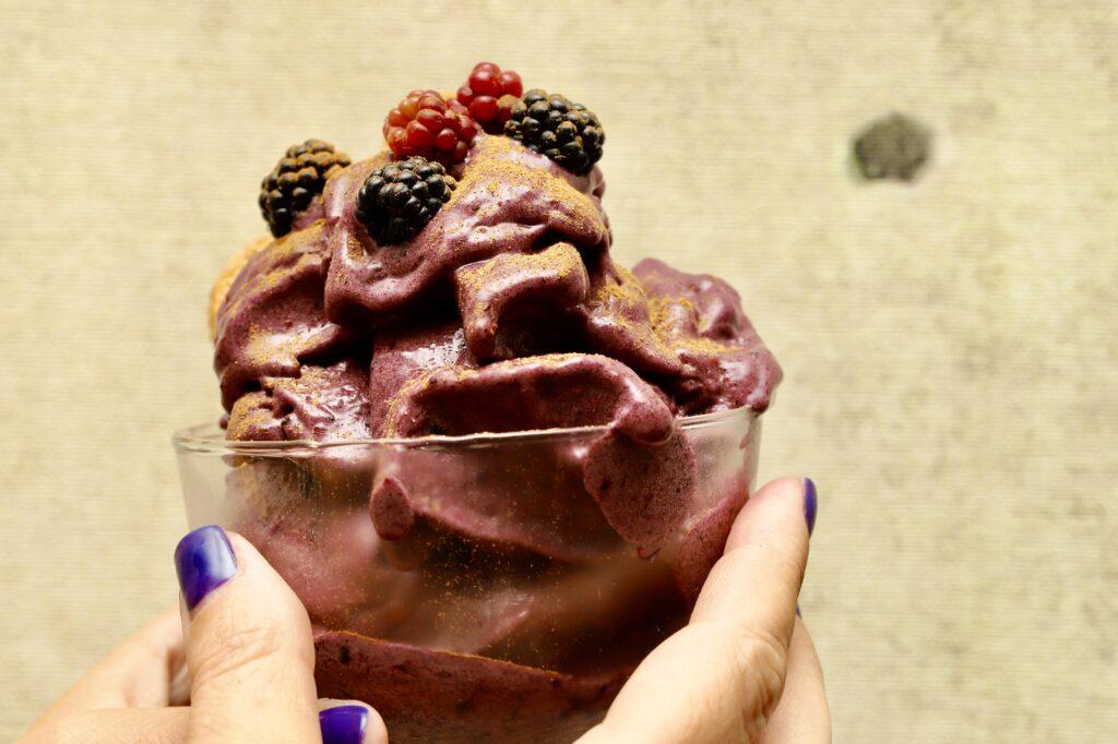 gelato di more in coppa