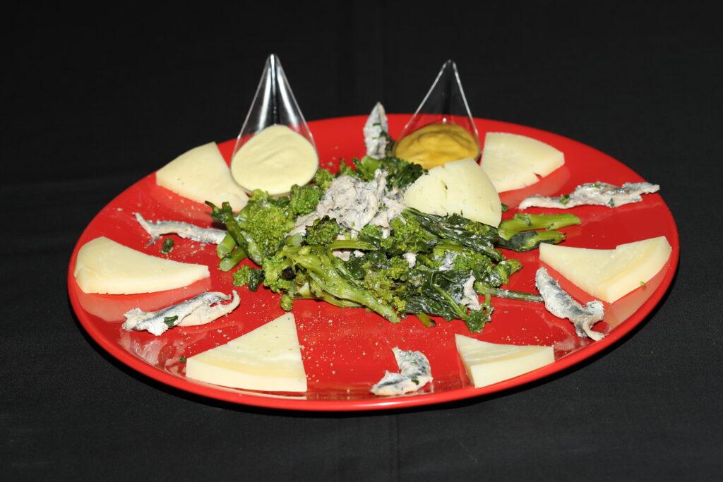 piatto di cime di rapa, acciughe e salsine alla senape