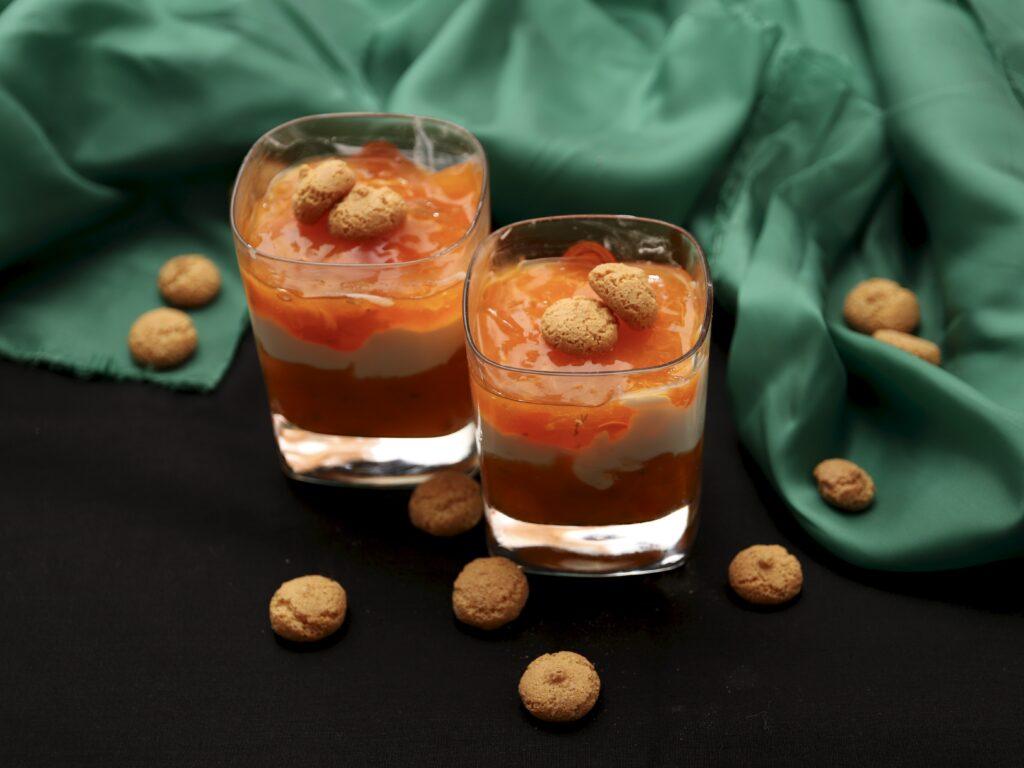 2 monoporzioni di dessert al cachi e yogurt greco