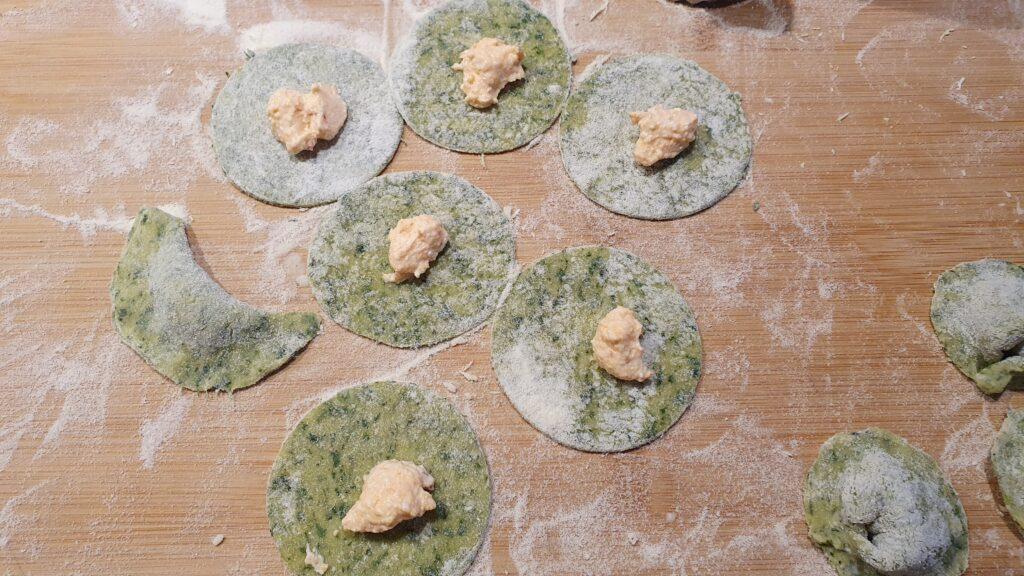 cappelletti verdi in preparazione