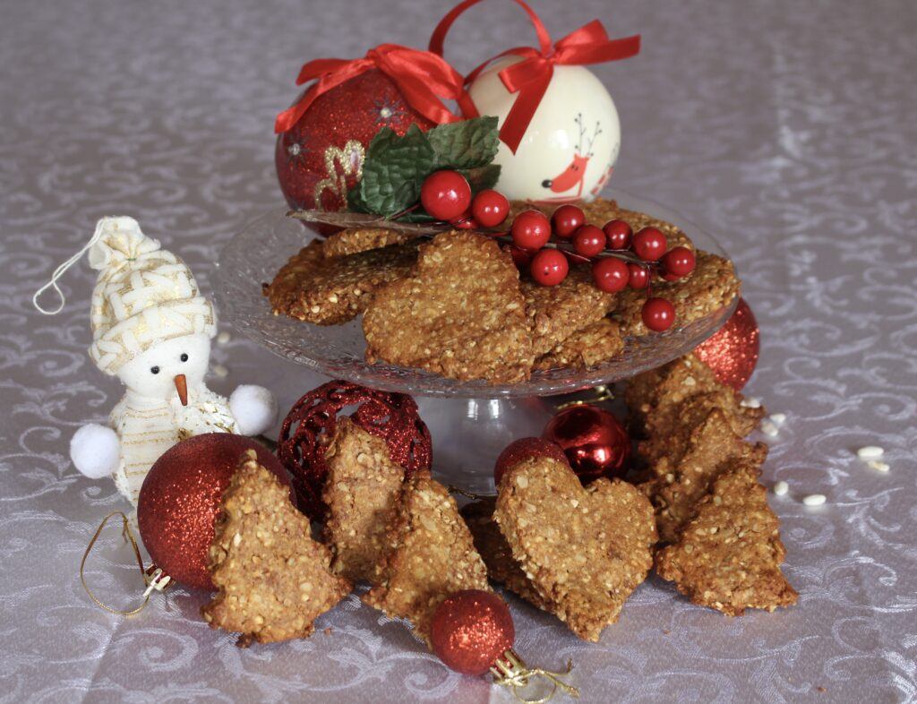 Biscotti a forma di alberi di Natalei multicereali