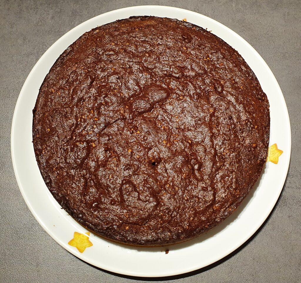 torta di nocciole e mandorle appena sfornata