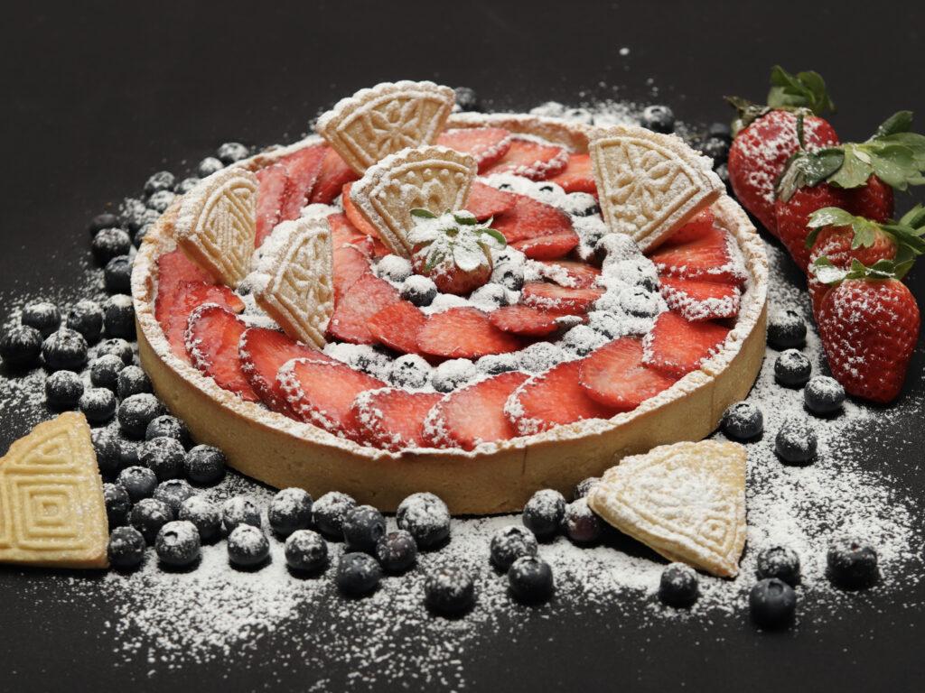 crostata nutella fragole e mirtilli
