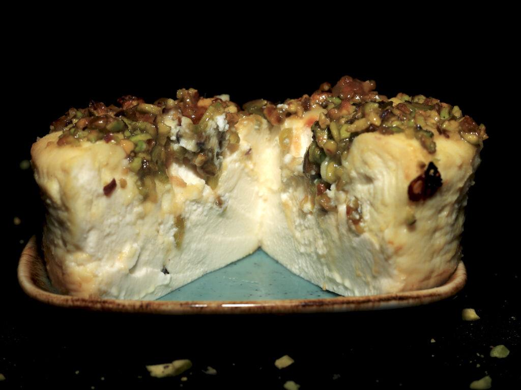 Ricotta al forno con miele e pistacchi: l'immagine riproduce l'interno