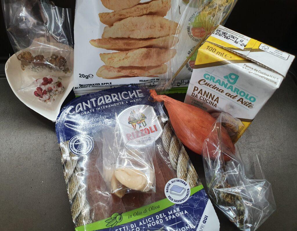 ingredienti per preparare le tartellette colorate dolci e salate