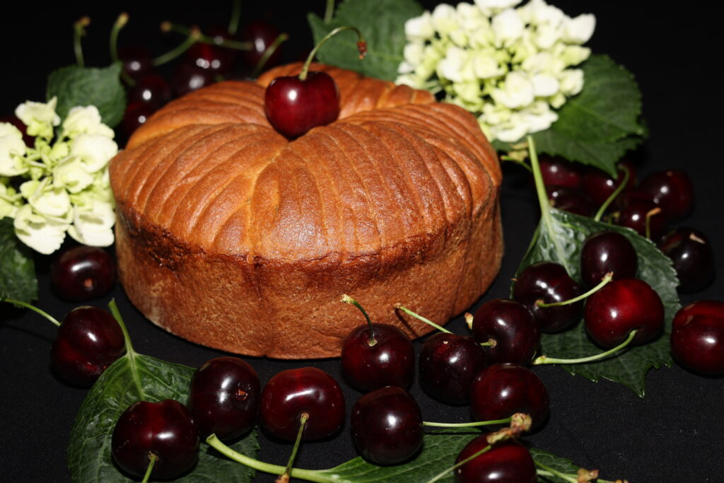 wool roll cake con ciliegie