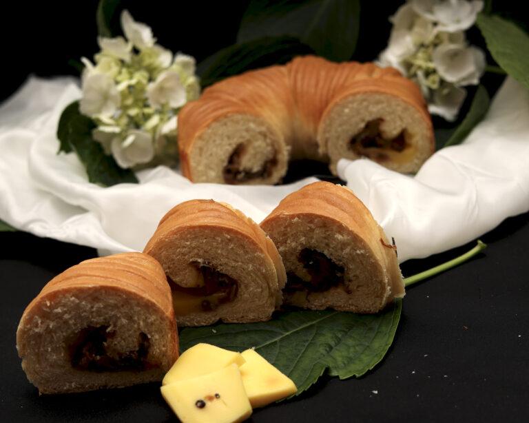 Wool roll bread con formaggio e cipolle