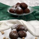 Brioches al cacao farcite con ricotta e pistacchio