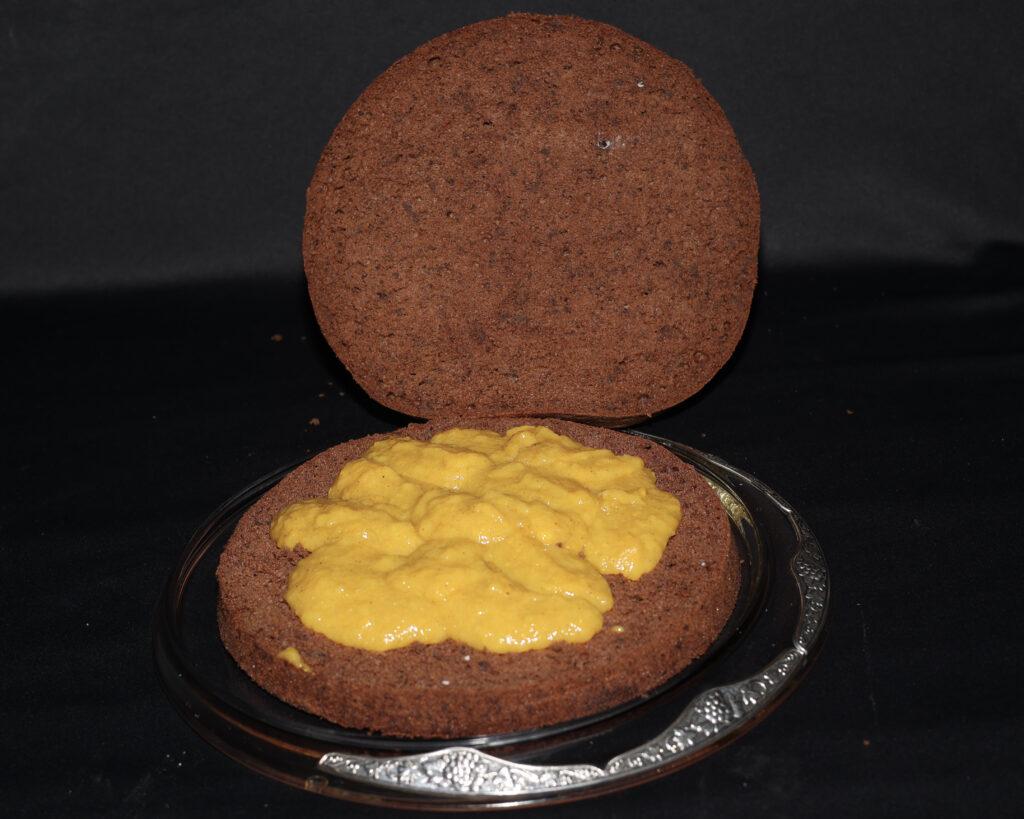 Pan di Spagna al cioccolato farcito