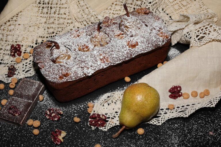 Plumcake pere cioccolato amaretti e noci rosse