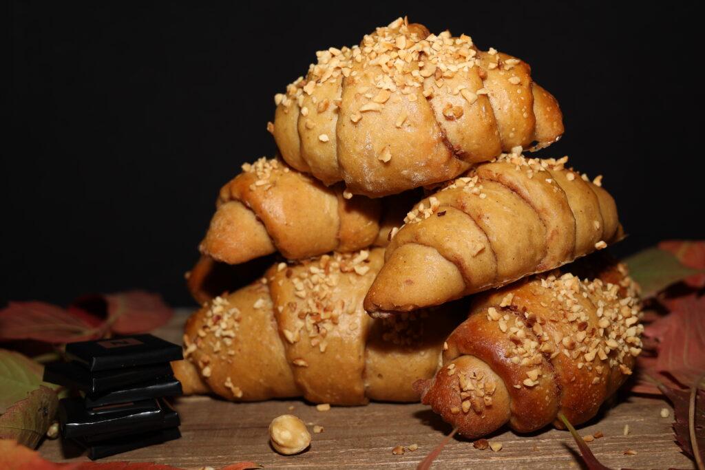 cornetti sfogliati con burro d'arachidi e crema gianduia